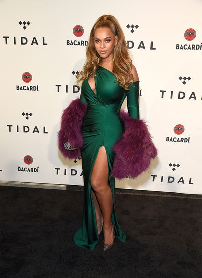 <p>The thigh high slit skirt is always a winner on the red carpet and Beyonce knows that all too well.</p> <p>The singer stepped out at the Tidal X benefit concert in a killer sapphire gown that left little, make that nothing, to the imagination.</p> <p>She teamed the slinky dress with a purple faux fur stole and chandelier earrings and absolutely slayed. Scroll through for more images of Queen B and also, other dead glamorous celebrities making the most of their perfect pins and, slit dresses for you to try.</p>