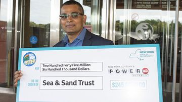 Carpenter wins $346m in Powerball but says he won't quit his job