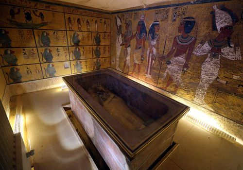 Egyptologists divided on King Tut tomb 'hidden chambers'