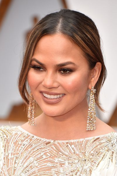 Chrissy Teigen opted for a bronze eye and a matte nude lip.