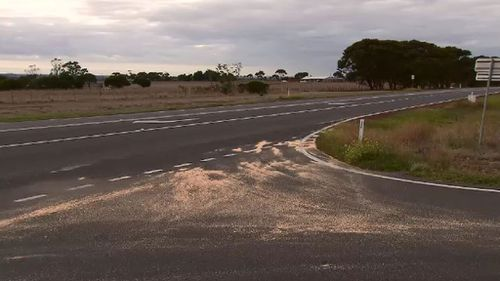 The scene of the Midland Highway in Bannockburn following a serious crash that killed an unborn baby. (9NEWS)