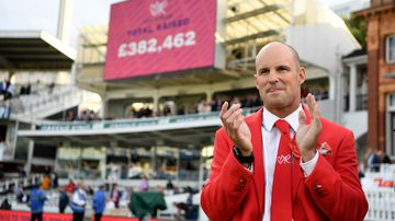 Touching tribute transcends Ashes rivalry as Lord's turns red