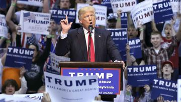 Donald Trump rallies a crowd in Wilkes-Barre, Pennsylvania. (AAP)