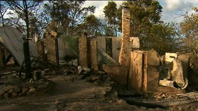 Tathra fire contained as residents return to fire-ravaged town