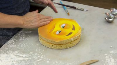 Meh emoji cake tutorial