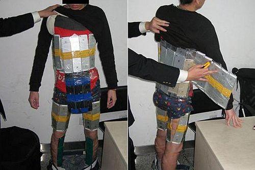 'Weird walking posture' alerts authorities to iPhone smuggler