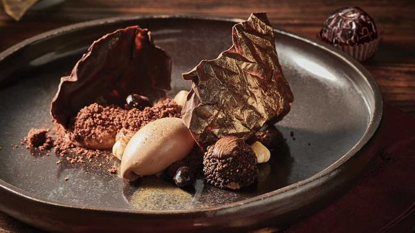'Christmas unwrapped' chocolate noir dessert by Reynold Poernomo for Ferrero