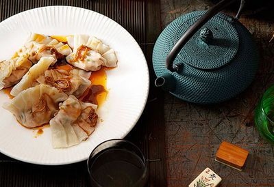 "Recipe: <a href=""/recipes/ipork/8298697/poached-pork-and-garlic-chive-dumplings-jiu-cai-jiaozi"" target=""_top"">Poached pork dumplings</a>"