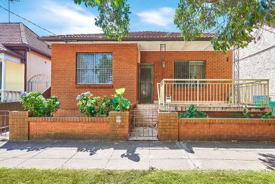 """<a href=""""http://www.realestate.com.au/property-house-nsw-marrickville-124143670"""" target=""""_blank"""">15 Excelsior Parade, Marrickville NSW 2204</a>"""