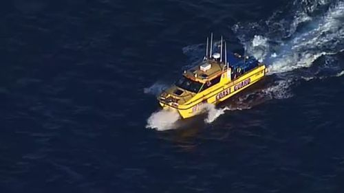 Huge air and water search launched for missing diver. (9NEWS)