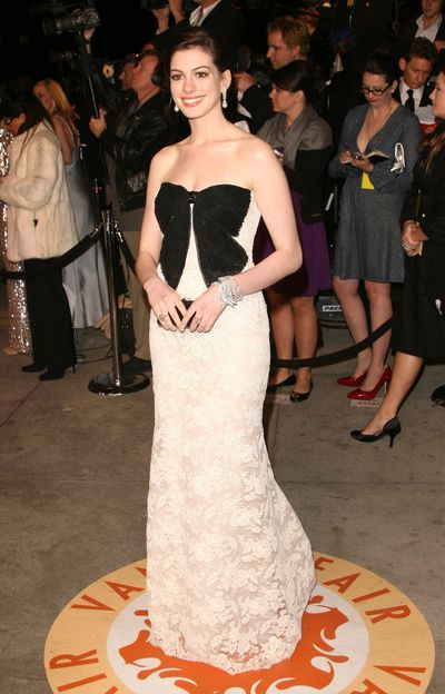 Anne Hathaway in Valentino at the 2007 Oscars.