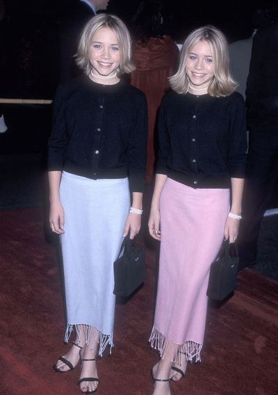 Mary-Kate and Ashley Olsen with Kate Spade totes in New York City, December 1999