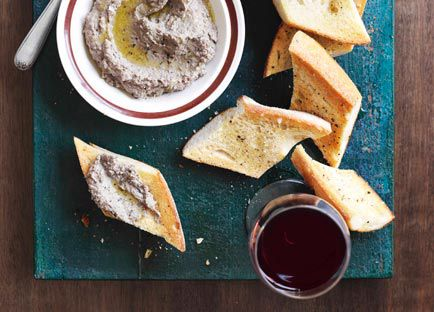 Tuscan chicken liver crostini with rosemary and anchovy (Crostini di fegatini)