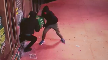 Men snatch cheesecakes from cool room in cake shop robbery