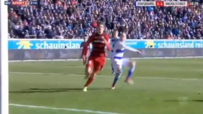 Goalkeeper in German second division makes unforgivable error