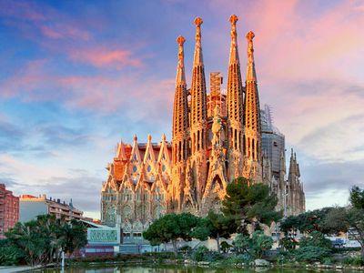 17. Appreciate the gothic architecture of Barcelona's Sagrada Familia