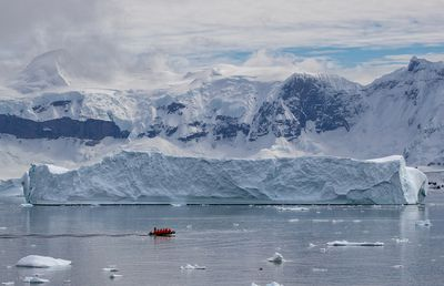 Seabourn Venture: Zodiac with Glacier