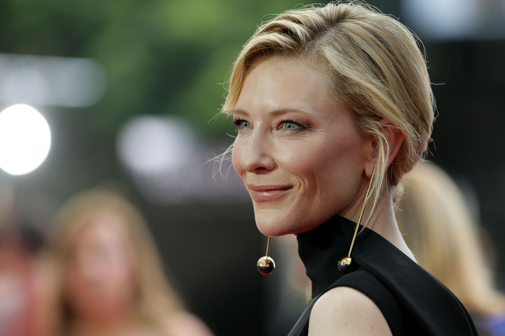 Cate Blanchett nails the drop earring trend at the 2015 AACTA Awards