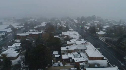 Snow settled along parts of the New South Wales southern and central ranges overnight. (9NEWS)