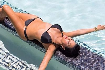 Speaking of shying away, here is one woman that definitely does not. All hail Kris Jenner, and her bangin' bod!