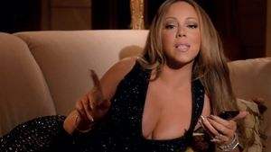 Mariah Carey does sexy at home for 'Infinity' video