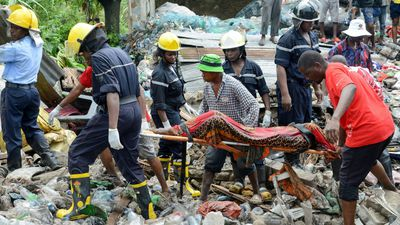 Garbage dump collapse leaves 17 dead in Mozambique