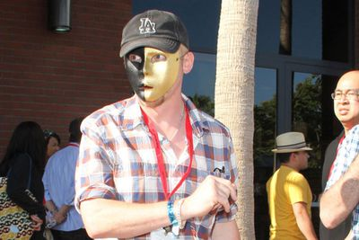 <b>Simon Pegg</i> also wore a mask and walked freely across the convention floor.