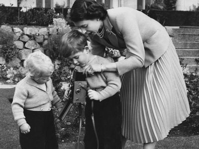 Queen Elizabeth with her children, 1952