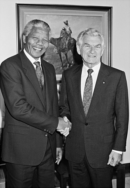 Bob Hawke and Nelson Mandela in a photo taken in 1990. (AAP)