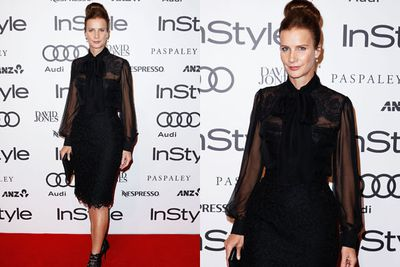 We have bun envy! Rachel Griffiths looks primped and polished on the InStyle red carpet.