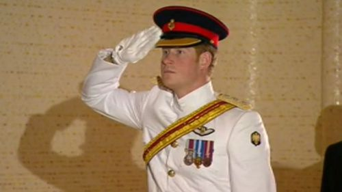 Harry salutes at the Tomb of the Unknown Soldier. (9NEWS)