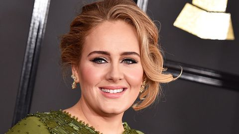 Adele attends Grammys 2017.