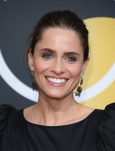 Actress Amanda Peet has gone for understated glamour with a natural look and it's working for her -  and us. We're especially into the dewy nude lip stain.