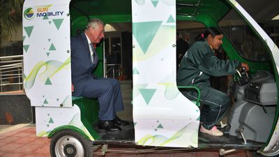 Prince Charles takes e-rickshaw on Royal Tour of India