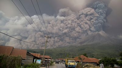 Sinabung volcano eruption: Airlines on red alert