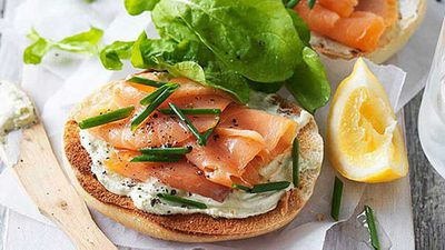 <strong>Wholemeal bagel with smoked salmon</strong>