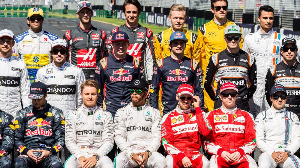 F1 drivers pose for the traditional pre-season group photo in Melbourne. (Getty)