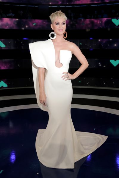<p><strong>Look 4</strong></p> <p>On the red carpet Katy Perry put maximum cleavage on display in Stephane Rolland at the MTV VMAs in LA.</p>