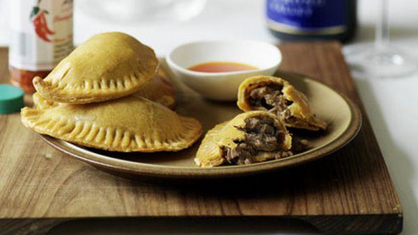 Veal and paprika pies with piripiri sauce