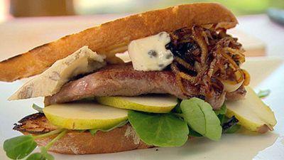 """<a href=""""http://kitchen.nine.com.au/2016/05/19/20/22/wagyu-steak-sandwich"""" target=""""_top"""">Wagyu steak sandwich</a>"""