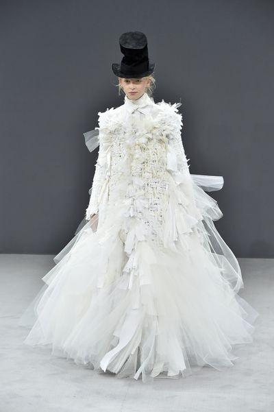 <p>She's the tops&nbsp;</p> <p>Viktor &amp; Rolf haute couture autumn/winter '16/'17, Paris Fashion Week</p>
