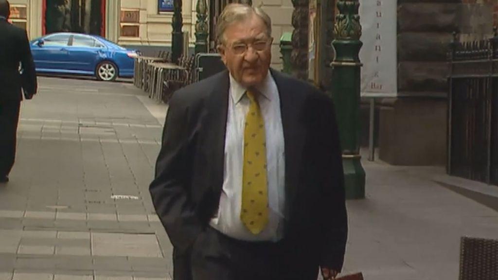Carlton greats pay tribute to 'polarising' former Blues president John Elliott