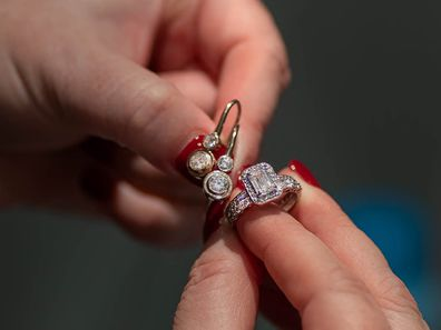 Shelly Horton's engagement ring and earrings