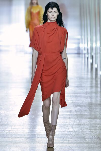 Hannah Elyse walks the runway during the Poiret Ready to Wear fashion show as part of the Paris Fashion Week Womenswear Spring/Summer 2019 on September 30, 2018