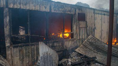 Fire activity remainsin Owen, Hamley Bridge, Tarlee, Freeling,Wasleys, Kapunda, Greenockand surrounding areas. (AAP)