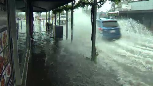 Heavy rainfall caused flooding in Goodwood, Adelaide. (9NEWS)