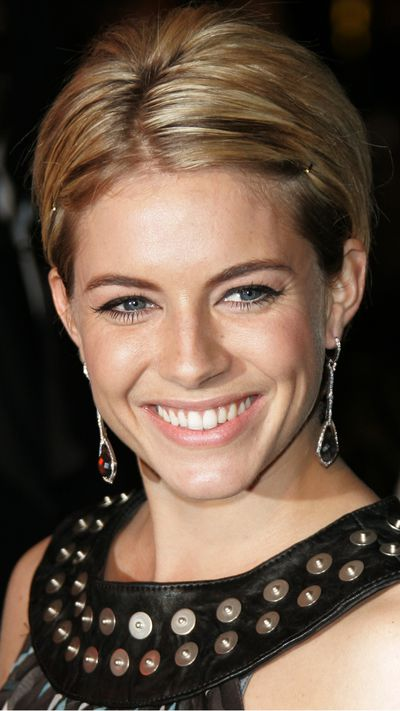 <strong>The pixie</strong><br>Pinning back the front at the 2006 Oscars.&nbsp;
