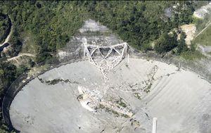 Massive telescope featured in iconic Bond film collapses