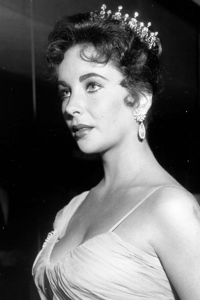 Hair accessories have always had a place at the Academy Awards. Elizabeth Taylor tapped the trend in 1957.
