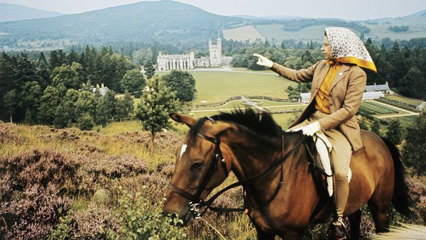 Queen Elizabeth annual summer holiday to Balmoral Castle